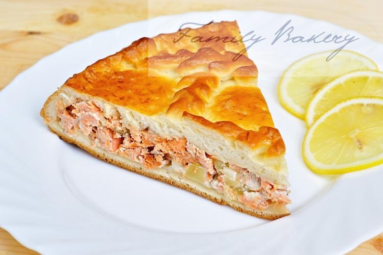 Одним из самых любимых многими детьми и взрослыми считается пирог с рыбой и картошкой.